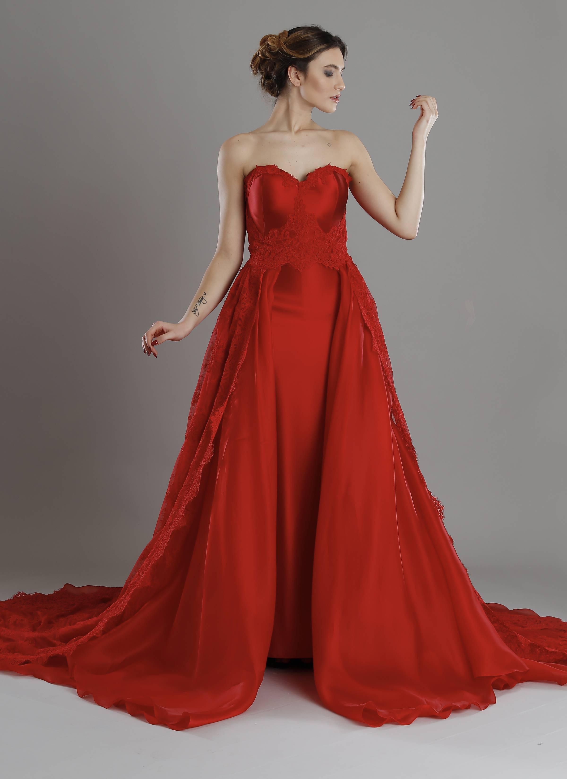 innovative design 174a0 4340b Atelier Mariella Gennarino | Abito rosso in pizzo per occasioni speciali