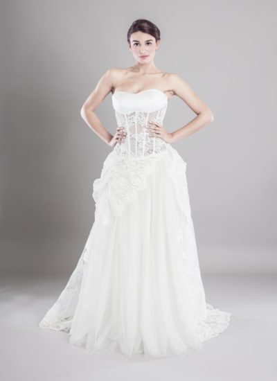 Atelier Catania Abito da sposa in pizzo con corpetto trasparente