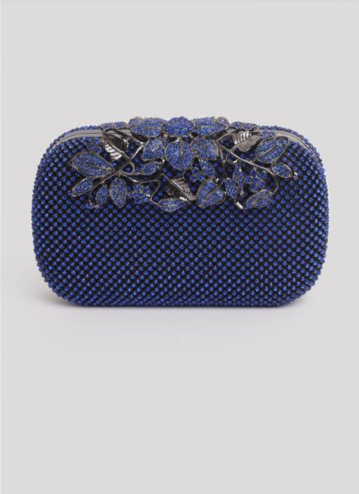 Clutch blu con cristalli e fiori di Mariella Gennarino