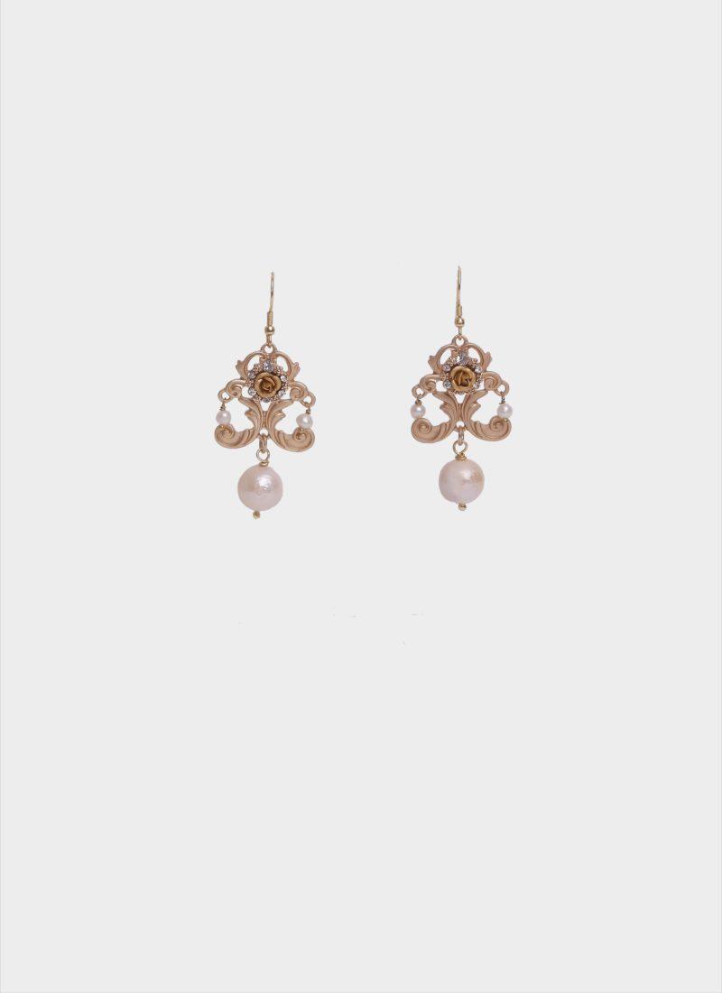 Orecchini in ottone dorato con perle di Mariella Gennarino